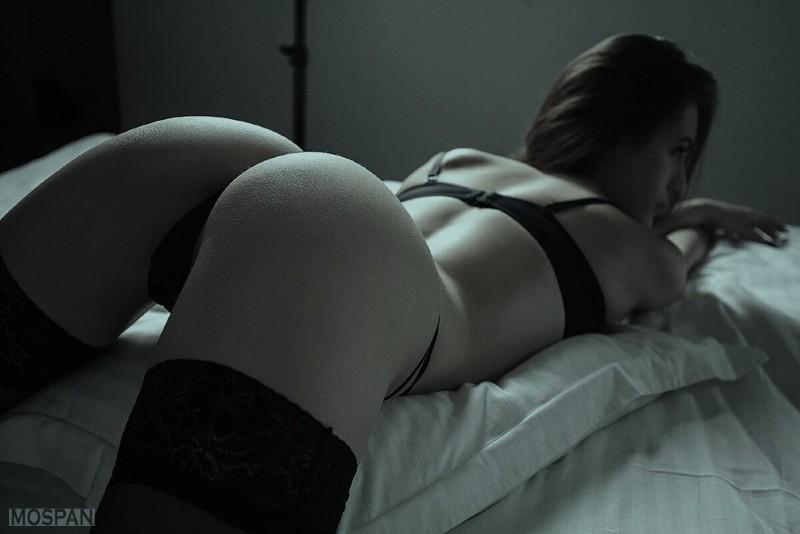 Черно-белые фото женский попок №2
