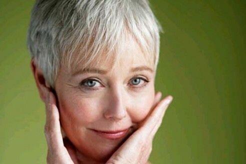 Стильная стрижка для женщин 50 лет