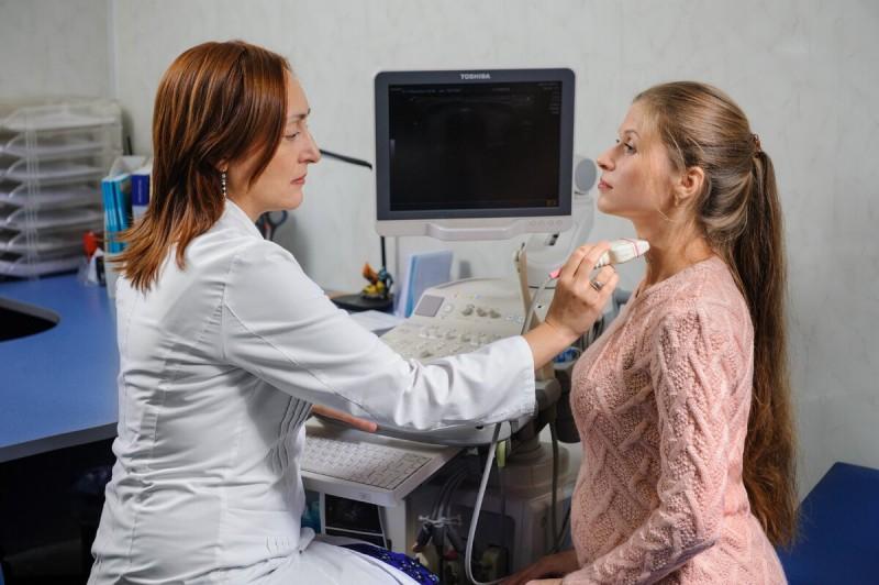 Тиреоидит Хашимото или болезнь Хашимото у женщин.