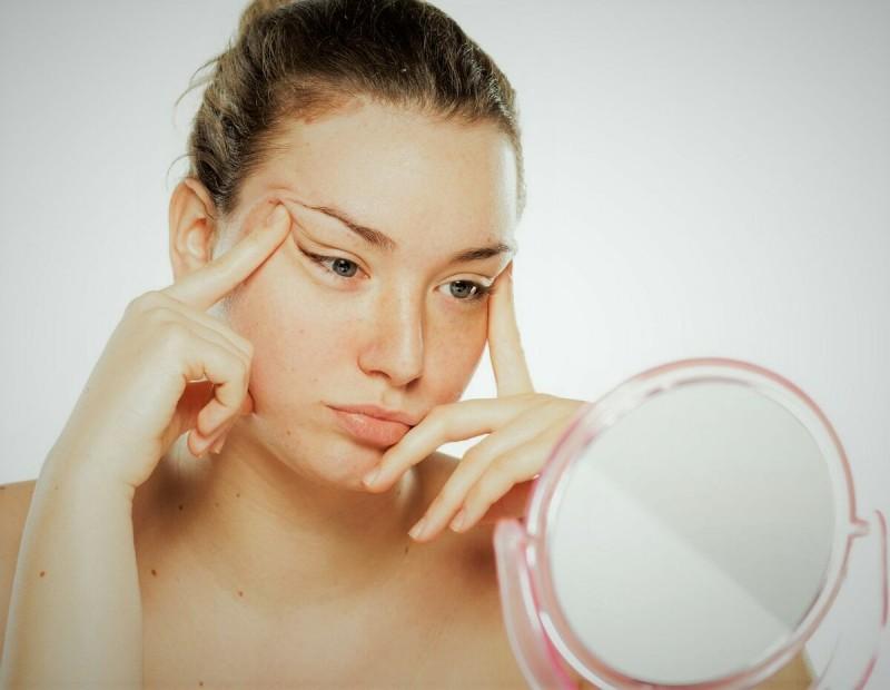 Вместо дорогой косметики: чай – спасение для кожи вокруг глаз