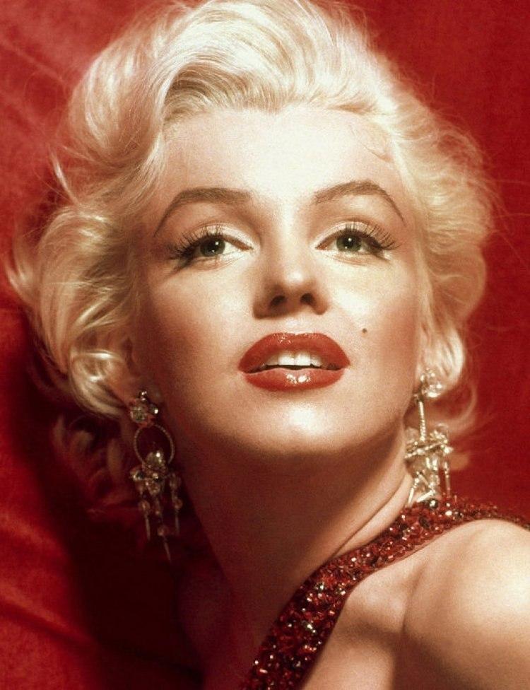 Идеальное женское лицо по схеме и 10 красоток с попаданием почти 100%.