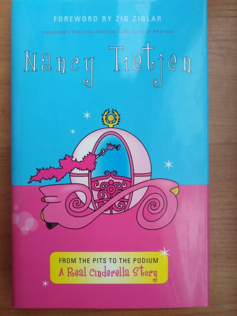 """Книга Нэнси Тайтджен """"Из ямы на пьедестал: реальная история Золушки"""" из моей личной коллекции"""