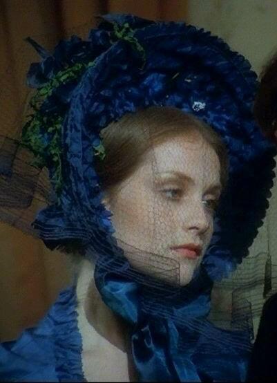 Мода 1840-х. Капор с вуалью, роскошно отделанный снаружи и изнутри.