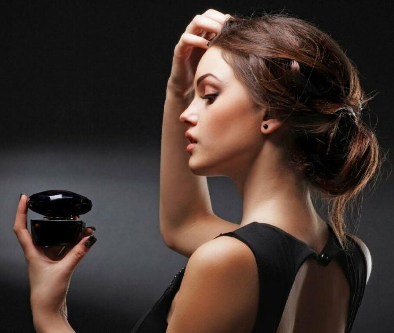 Топ-7 ароматов, которые безумно нравятся мужчинам на женщинах