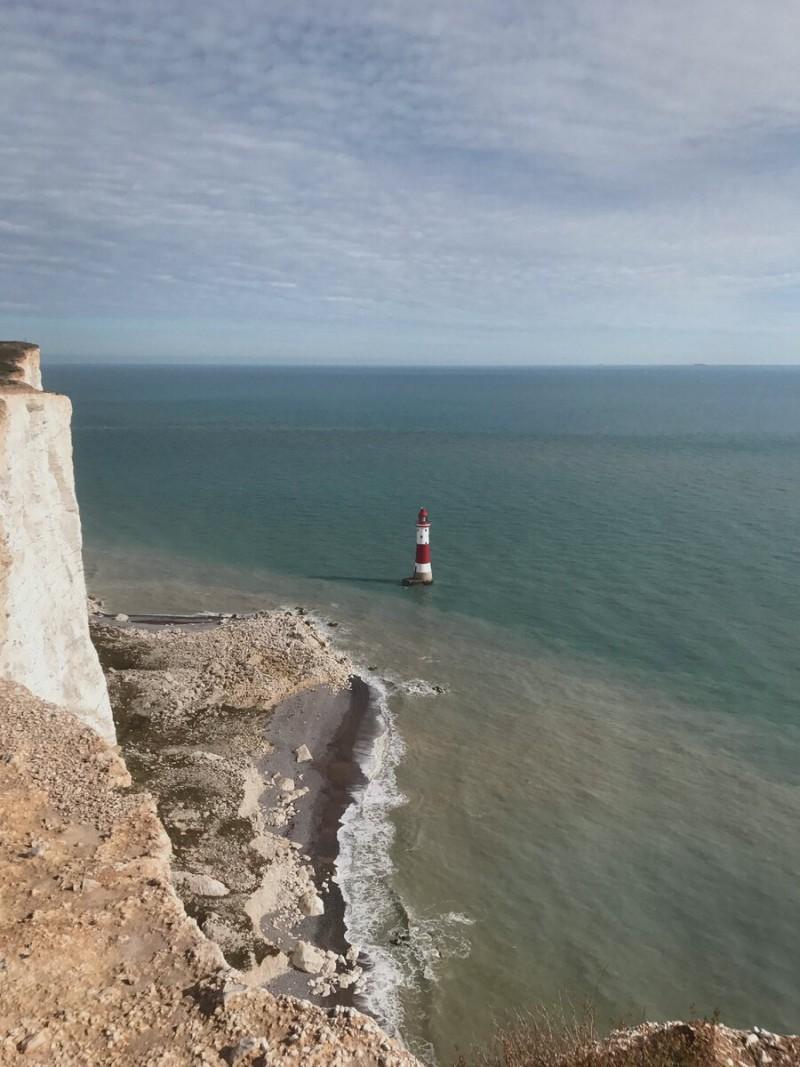 Действующий маяк. С трудом верится, что он больше 40 метров в высоту