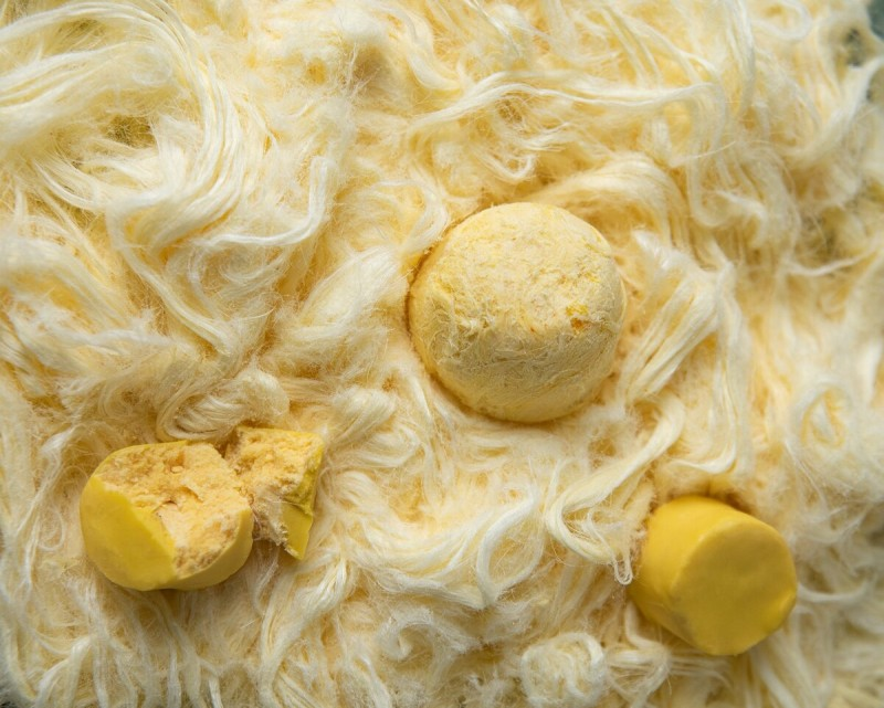 Пишмание  бывает в виде нитей, шариков и конфет в глазури