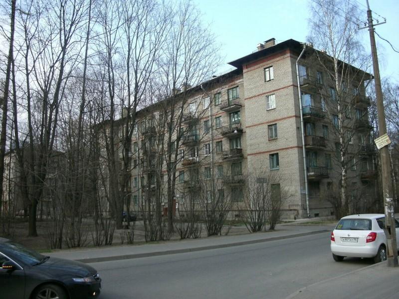 Небольшая «двушка» на Дрезденской улице, 43 кв. м: ностальгично, но неудобно Источник: http://domavspb.narod.ru/index/0-282