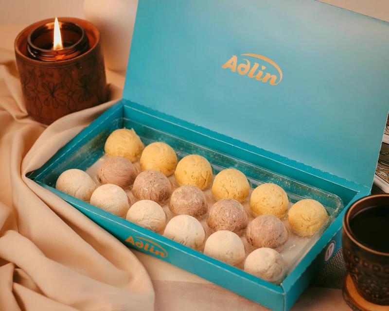В этой коробочке — ассорти из пишмание со вкусом какао, ванили и шафрана