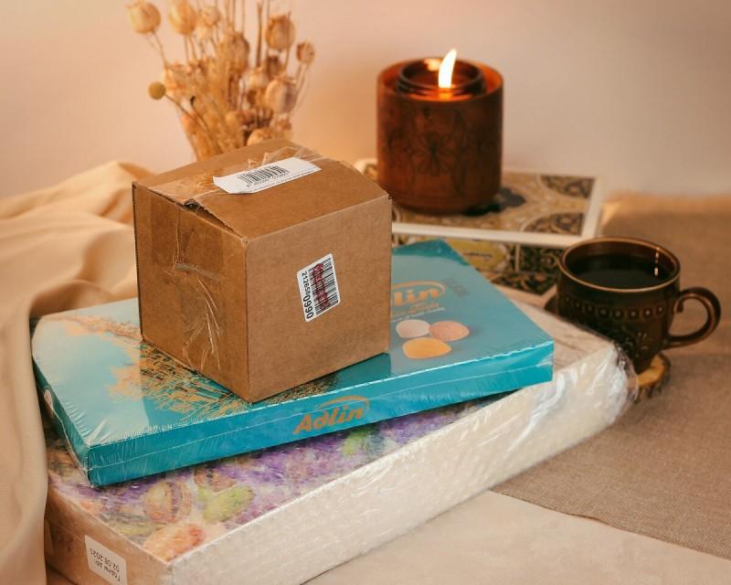 Подарочные коробочки с конфетами пишмание защищены от повреждений с помощью дополнительной упаковки. Так вы получите их в целости и сохранности