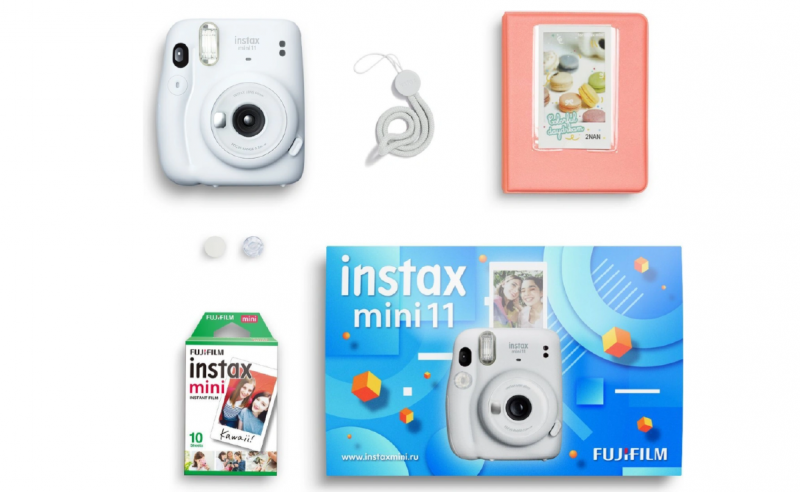 Instax Mini 11 можно опробовать сразу после вручения: в комплекте идут камера, картридж на 10 фотографий и альбом для самых лучших снимков