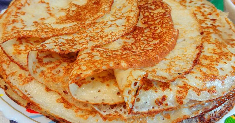 Блины́ — плоские и круглые мучные изделия, приготавливаемые из жидкого теста методом жарки на сковороде (в русской печи верхняя сторона блинов запекается). Блины употребляются как самостоятельное блюдо и вместе с начинками.