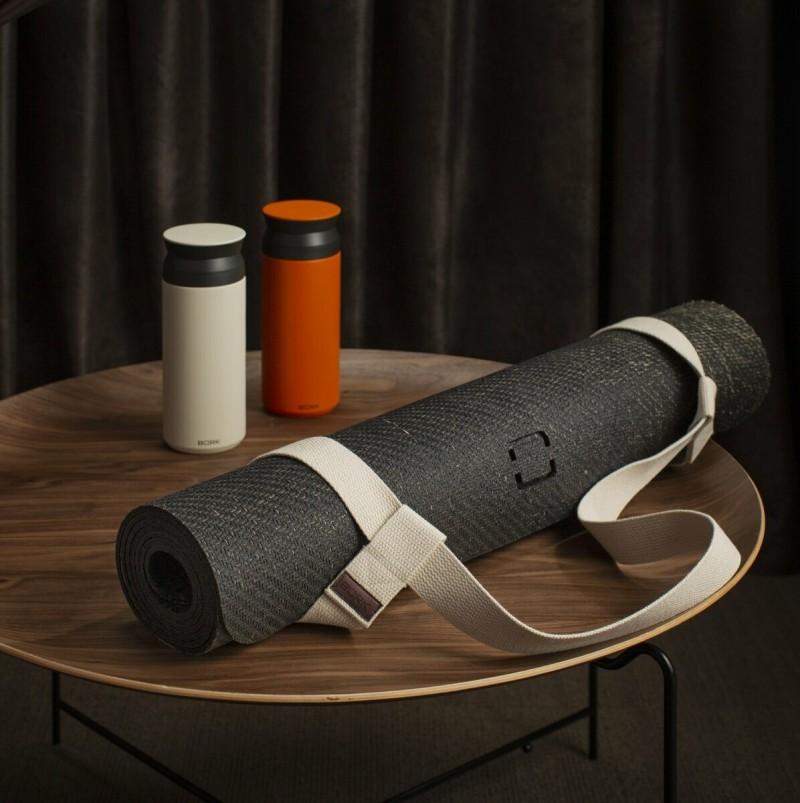 Экологичный коврик для йоги удобно использовать и дома – для занятий по Zoom