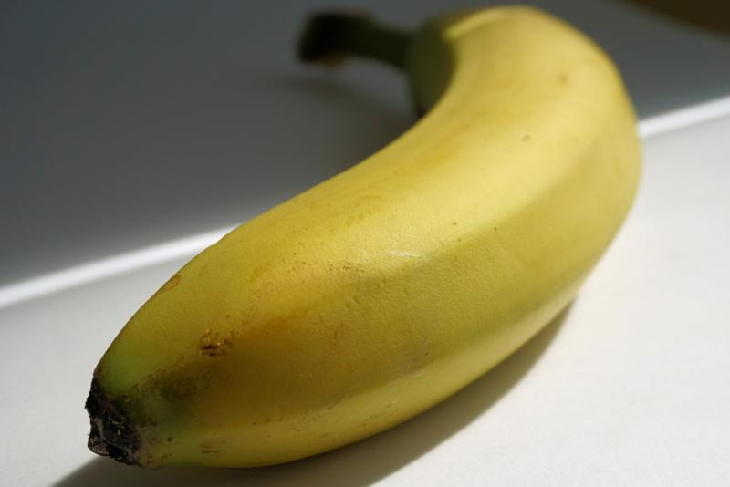 Бана́н — название съедобных плодов культивируемых растений рода Банан (Musa); обычно под таковыми понимают Musa acuminata и Musa × paradisiaca, а также Musa balbisiana, Musa fehi[en], Musa troglodytarum и ряд других. Также бананами могут называть плоды Ensete ventricosum(строго говоря, являющегося представителем другого рода семейства Банановые). С ботанической точки зрения банан является ягодой, многосеменной и толстокожей. У культурных форм часто отсутствуют семена, ненужные при вегетативном размножении. Плоды имеют длину 6—30 см и диаметр 2—5 см. Соплодия могут состоять из 300 плодов и иметь массу до 50—60 кг.