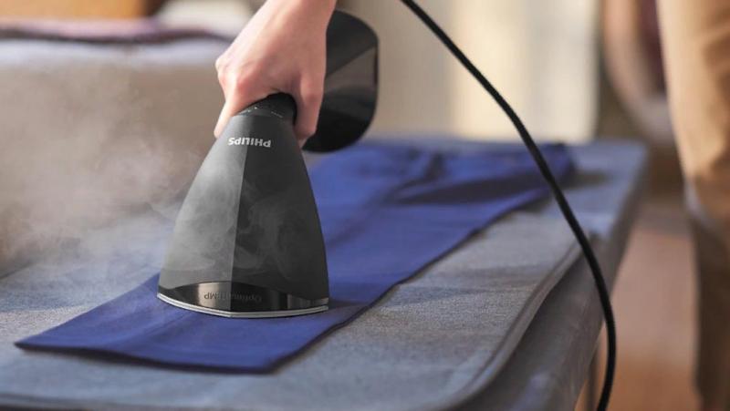 Ручной отпариватель устранит любые складки за несколько секунд и поможет сэкономить время на глажке одежды