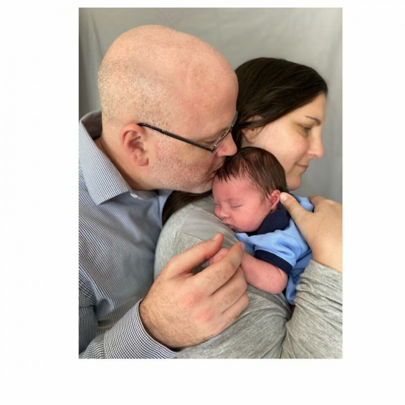 Женщина родила сына, которого усыновила в виде эмбриона: «Все это стоило того»
