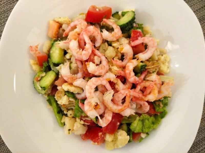 Ужин : салат с креветками