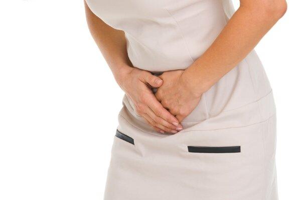 Из-за низкого эстрогена проблемы ниже пояса становятся обычным делом, при этом инфекции мочевыводящих путей случаются чаще из-за снижения уровня эстрогена после менопаузы. Как-никак он выполняет защитную функцию, препятствуя деятельности болезнетворных бактерий. С проблемой частых инфекций сталкивается 60-70% всех женщин после менопаузы.