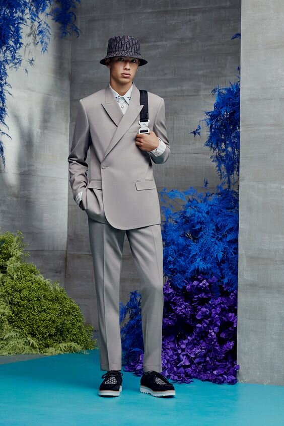 Или даже так. Это коллекция Dior Men S/S 2021