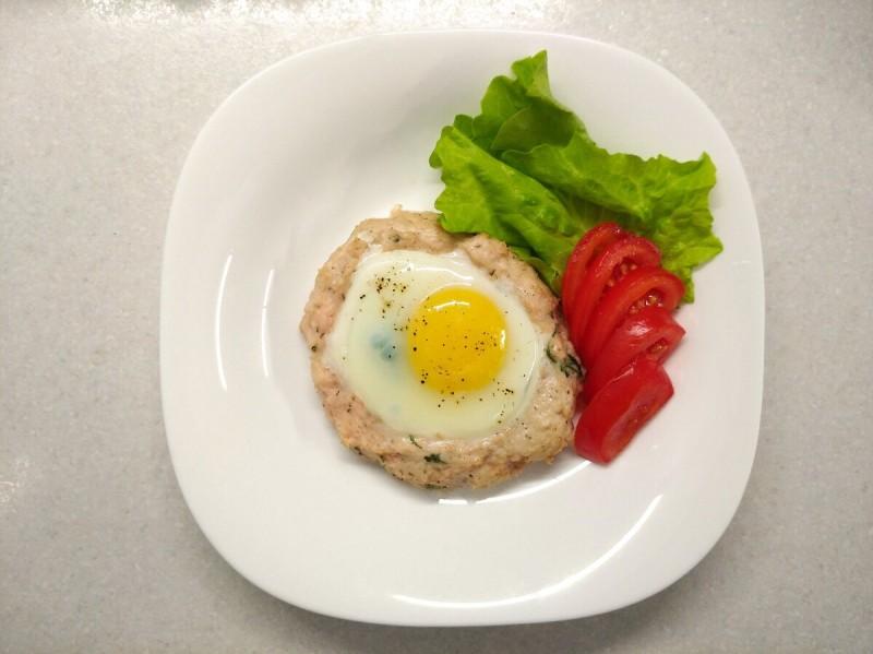 Ужин : куриная лодочка с яйцом