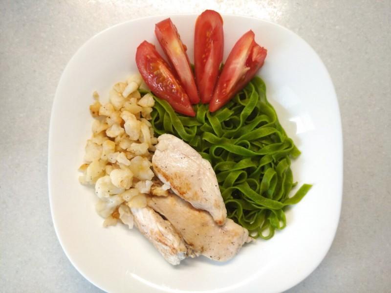 Обед : Таглиателле с куриной грудкой и овощами