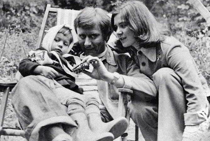 Андрей Миронов, Лариса Голубкина и Маша (дочь актрисы). Источник: stuki-druki.com