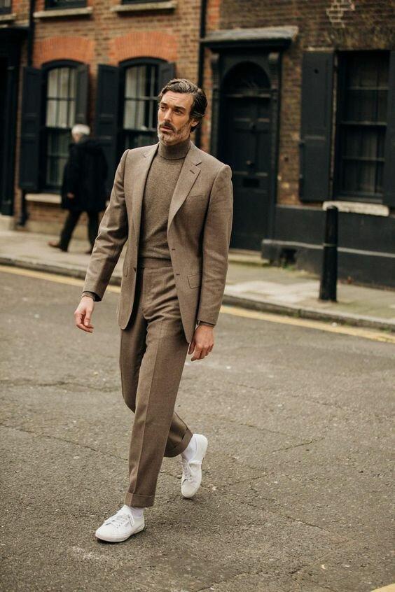 Современный стиль менее строг к аутфитам с костюмом, поэтому вы можете выглядеть так.