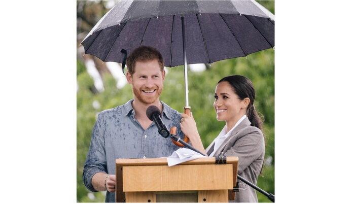 Ждем фото, где Гарри держит зонтик