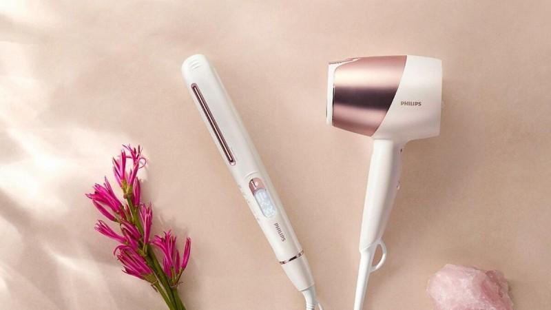 Датчик SenseIQ сканирует волосы в процессе сушки и укладки и настраивает температуру индивидуально, защищая волосы от перегрева.