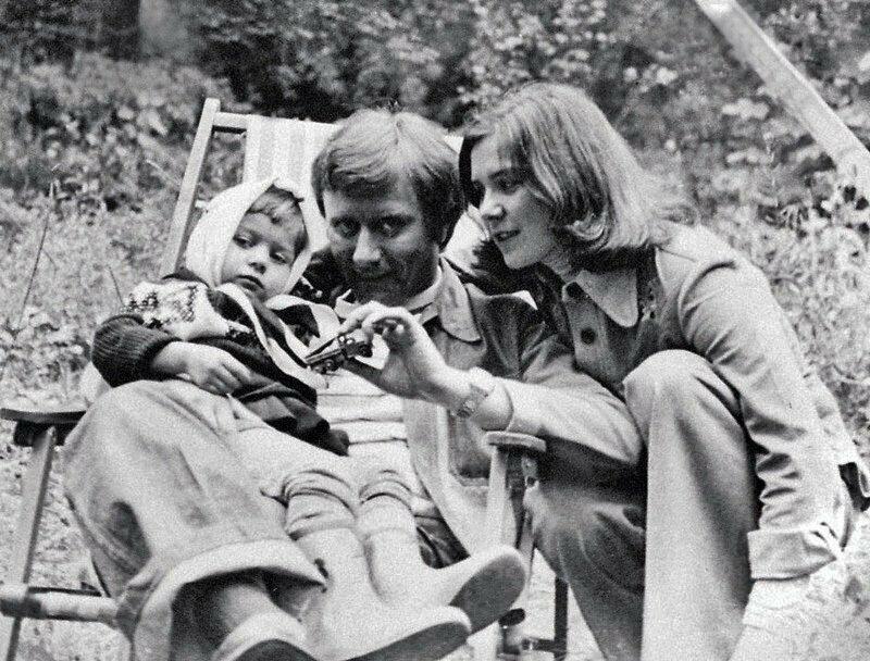 Актеры Андрей Миронов и Лариса Голубкина с дочерью Машей.