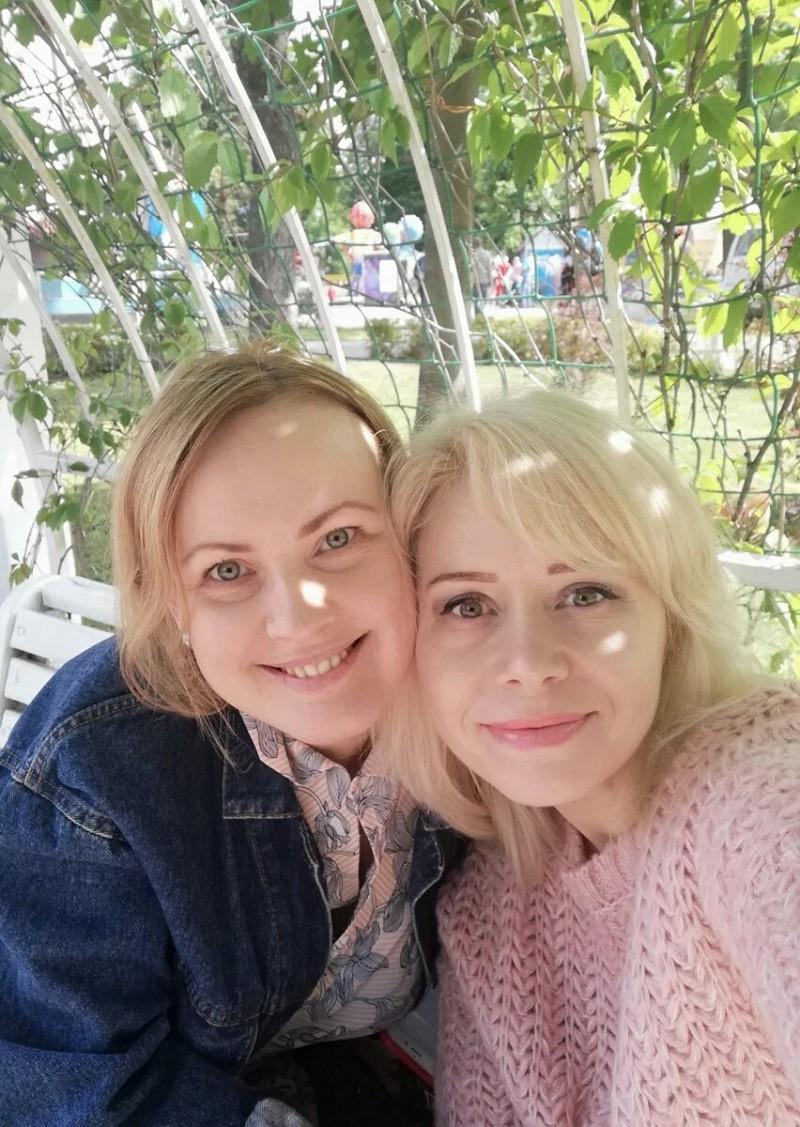 """Мы с Яной Вельми. По """"моей методике"""" она похудела на 28 кг и теперь рассказывает об этом на своём канале Азбука изящества. Фото автора."""
