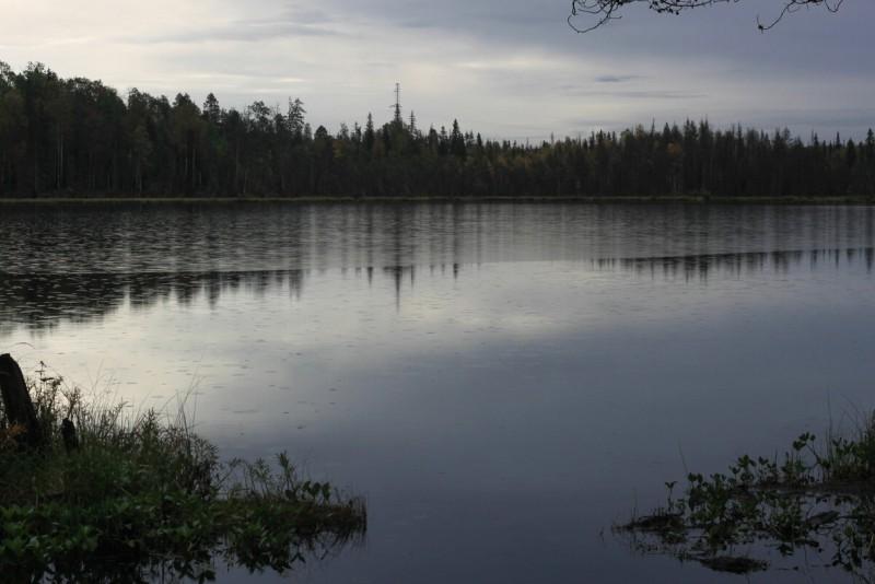 Большое Карахатское, сентябрь, дождь на озере