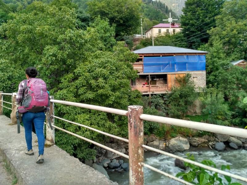 Поселок по дороге к Местии