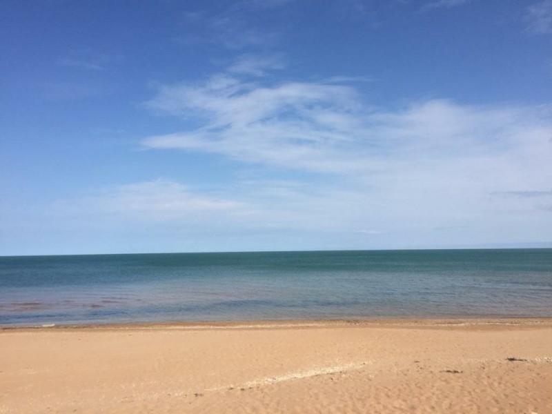 Это пляж непосредственно перед нашим участком.