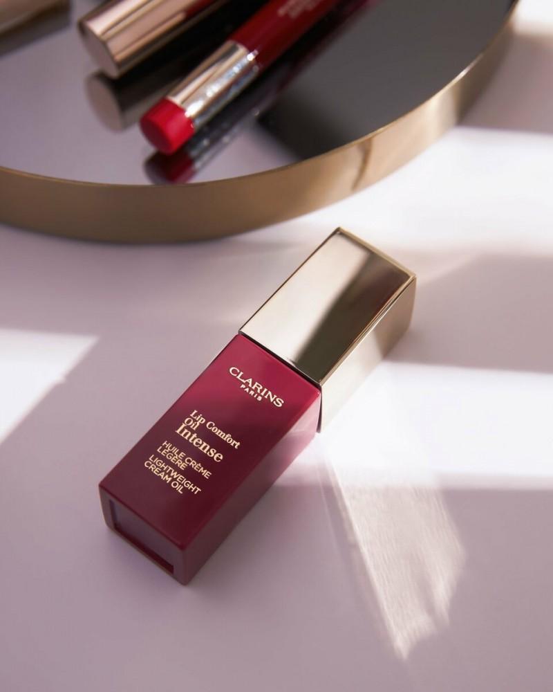 Масло-тинт для губ с кремовой текстурой Lip Comfort Oil Intense: полная стоимость 2 150 руб., цена с учётом спецпредложения по промокоду «минус 40» — 1 290 руб.