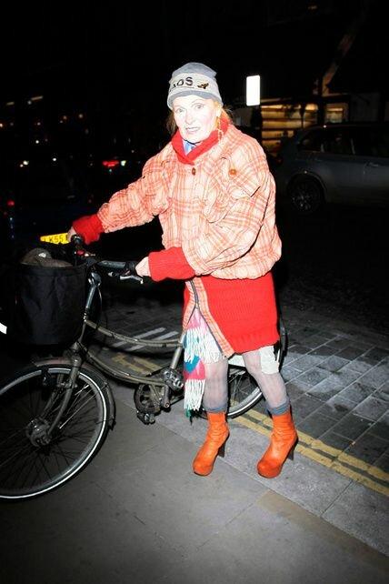 Классное пальто, классные боты.