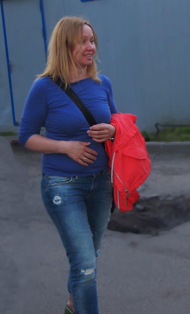Ну вот, например, такие джинсики я люблю, - им ооочень далеко до шедевральных нарядов Вивьен, а приходится оправдываться, объяснять, почему я их надела. Мне 50.