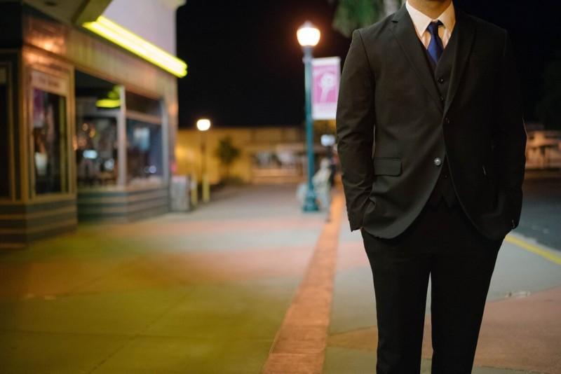 Бизнес Арсена процветал и ему уже совсем была не нужна финансовая помощь.
