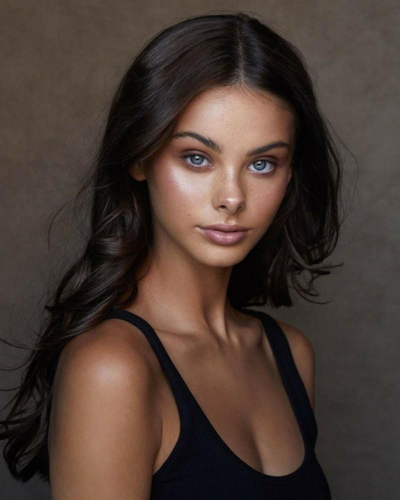 Мейка Вуллард (Meika Woollard) — австралийская модель