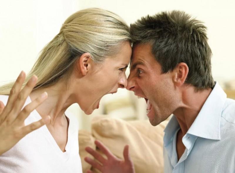 Вещи, которые делают практически все мужчины старше 50 лет. Женщинам это не нравится.