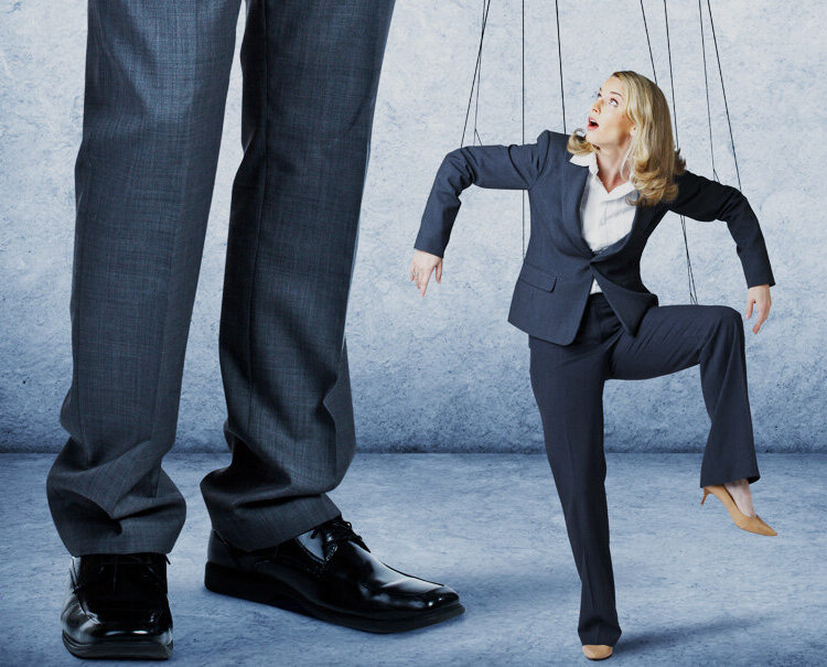 10 манипуляций мужчины, которых многие женщины не замечают