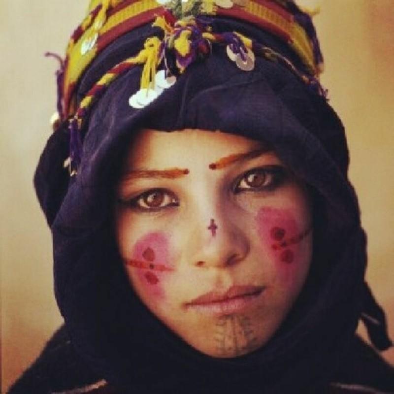 Зачем арабские женщины-бедуинки наносили татуировки на лицо, и почему некоторые продолжают делать это до сих пор