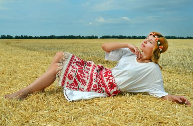 https://pixabay.com/ru/photos/женщина-модель-народный-костюм-5468716/