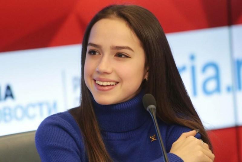 Слишком выразительная внешность, чтобы ее портить макияжем. Фото Яндекс.Картинки.