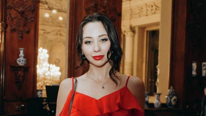 Вечерний яркий макияж и в нем Лиза выглядит экстравагантно.Фото Яндекс.Картинки.