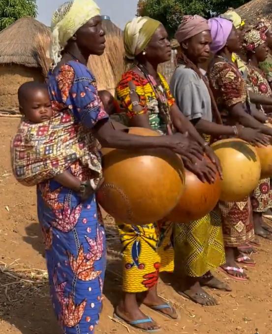 Как в племени бетаммарибе девушки становятся женщинами. Обряд, который проходят все девочки