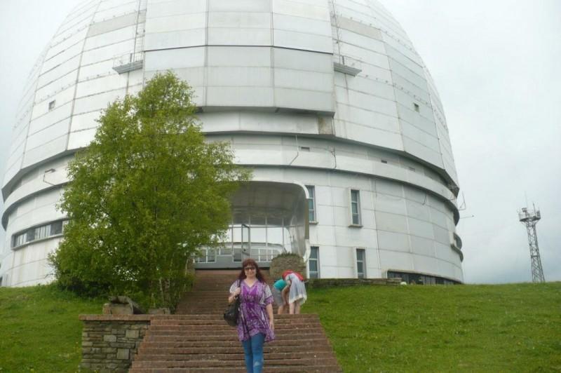У подножия обсерватории в Нижнем Архызе на высоте 2047 метров над уровнем моря на отрогах горы Пастухова