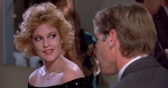 """""""Вы — первая женщина, которая на этих проклятых приёмах одевается как женщина, а не думает, как бы оделся мужчина, если бы он был женщиной."""" На этот комплимент Тэсс ему отвечает: """"Голова у меня для бизнеса, а тело — для любви. Это разве плохо."""""""